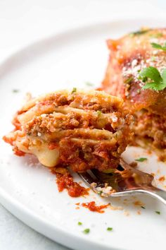 Meat lasagna is the perfect Italian comfort food! Tender pasta noodles layered with tomato sauce, ground beef, chopped pork sausage, creamy ricotta, and mozzarella cheese. Baked Lasagna, Lasagna Casserole, Meat Lasagna, Cheese Lasagna, Ground Beef Lasagna Recipe, Italian Dishes, Italian Pasta, Meat Sauce, Tomato Sauce
