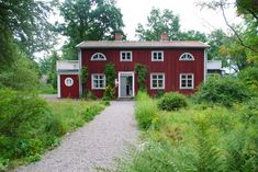 Red Houses, Little Houses, Red Cottage, Cottage Homes, Wooden Buildings, Classic House, Country Style, Porches, Places Ive Been