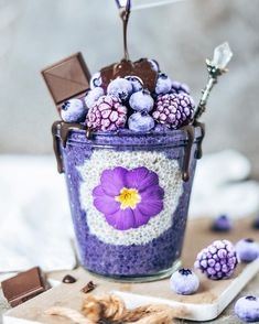Add Rainbow Superfoods to your recipes - Unicorn Superfoods Beaux Desserts, Cute Desserts, Chia Pudding, Smoothie Bowl, Smoothie Recipes, Cute Food, Yummy Food, Desserts Sains, Butterfly Pea