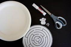 Magnetic Paper Plate Maze - The Stem Laboratory Science Experiments, Science Ideas, Activity Ideas, Easy Kids Party Games, Magnetic Toys, Stem Activities, Fine Motor, Paper Plates, Maze