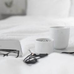 Coffee to bed. I Have sunday today . Have nice day . . . . #instaday #everydaystories #coffee #coffeetime #evasolo_official #evatriolegionova #bedstories #whiteinterior #coffeelovers