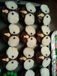 Owl cupcakes with oreo eyes