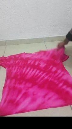 Tie Dye Tips, Dyed Tips, How To Tie Dye, Camisa Tie Dye, Diy Tie Dye Designs, Diy Tie Dye Techniques, Ty Dye, Tie Day, Diy Tie Dye Shirts