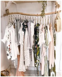 ▷ 1001 ideas for dressing room furniture that will decorate your .- Make your own dressing room cheap, clothes rail made of driftwood, hanging clothes in white color and small wicker bag -