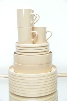 Zastawa stołowa w kolorze ecrú http://domomator.pl/zastawa-stolowa-kolorze-ecru/