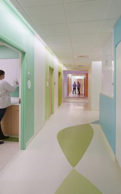 Hallway with supergraphics. The Baystate Orthopedic Surgery and Children's Specialty Center Springfield Massachussetts. Medical Design, Healthcare Design, Children's Clinic, Healthcare Architecture, Colour Architecture, Hospital Design, Clinic Design, Childrens Hospital, Kids Hospital