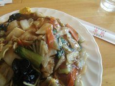 楽苑@国際展示場。五目野菜焼きそばちょーボリューミー。食べても食べても減らない……。