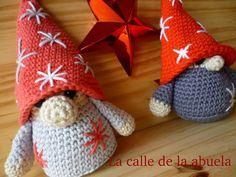 """La calle de la abuela: Little """"Fino"""". A free amigurumi Christmas gnome pattern Crochet Leaf Patterns, Crochet Leaves, Christmas Crochet Patterns, Holiday Crochet, Christmas Knitting, Lidia Crochet Tricot, Knit Or Crochet, Crochet Dolls, Free Crochet"""