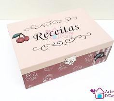 Caixa para Receitas na Arte D'Casa  http://ift.tt/1THYgVj  #artedcasa #artesanato #arte #art #elo7 #handmade #craft #instacraft #caixa #caixadecorada #box #receitas #caixaparareceitas #receita #bomdia #terçafeira #piracicaba #exclusivo #cereja #decoração #decor #instadecor #decoration #cozinha #kitchen #cozinhafofa #donadecasa #cupcake by loja_artedcasa