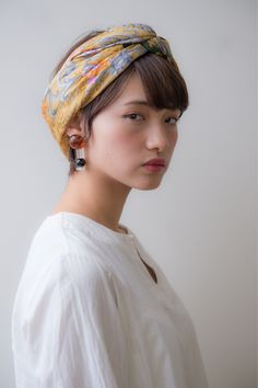 いつものショートヘアにスカーフをターバン風にアレンジする事でオシャレ感UP!! Scarf Hairstyles Short, Bobby Pin Hairstyles, Pixie Styles, Short Hair Styles, Scarf Knots, Eyeliner Styles, Hair Arrange, Hair Locks, Knot Headband