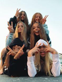 vibeymoods - Friend photos - p. Photos Bff, Best Friend Photos, Bff Pics, Best Friend Goals, Shotting Photo, Best Friend Photography, Cute Friend Pictures, Cute Friends, 5 Best Friends