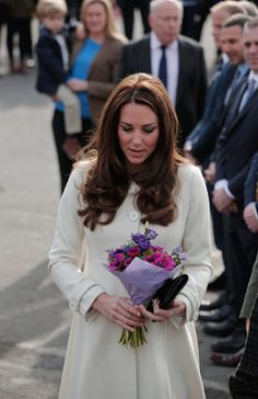 """Kate Middleton looks stunning in a simple white coat on the set of """"Downton Abbey"""""""