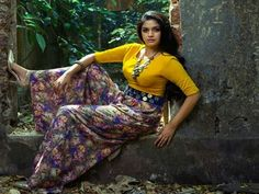 Keerthi Suresh looks ultra sexier in these outfits Keerthy Suresh Hot, Kirthi Suresh, Wedding Album Design, Amai, Beautiful Gorgeous, Gorgeous Women, Hot Dress, Beautiful Indian Actress, India Beauty