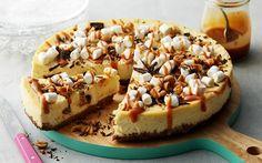 Cheesecake rocky road | Godaste cheesecaken och smaskigaste godiset i svårslagen kombination. Bästa förutsättningen för en lyckad fika. Receptet gäller för 12 bitar