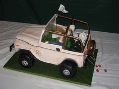 Just married Jeep wedding cake.