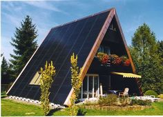 Solar house plans fancy unique roof design with solar. A Frame Cabin, A Frame House, Chalet Canada, House Roof Design, Triangle House, Solar House, Cabins In The Woods, Architecture, Solar Panels
