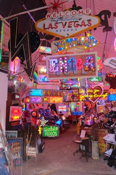 From sex shop signs to art exhibitions, the late neon artist Chris Bracey's showroom God's Own Junkyard is a treasure trove of neon and an epileptic nightmare. wall collage aesthetic Seeing lights at God's Own Junkyard Collage Foto, Collage Mural, Bedroom Wall Collage, Photo Wall Collage, Wall Art, Art Walls, Aesthetic Pastel Wallpaper, Retro Wallpaper, Aesthetic Wallpapers