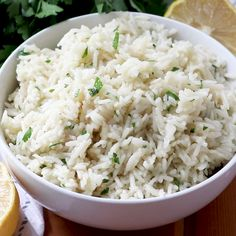 Buttery Lemon Garlic Rice A delicious side dish that goes with almost any meal! Ready in 20 minutes and delicious. Serve with beef, chicken, pork or seafood! Also great with cilantro instead of parsley! Side Dishes For Chicken, Rice Side Dishes, Dinner Side Dishes, Dinner Sides, Side Dishes Easy, Side Dish Recipes, Food Dishes, White Rice Dishes, Hawaiian Side Dishes