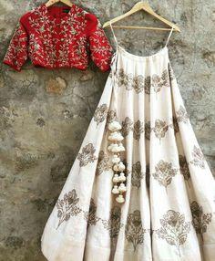 Indian bridal outfits red color combos Ideas for 2019 Indian Gowns Dresses, Indian Fashion Dresses, Indian Designer Outfits, Fashion Outfits, Ladies Dresses, Indian Lehenga, Lehenga Choli, Sabyasachi, Bridal Lehenga