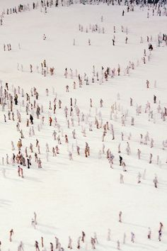 It's like the tiny london but with people in snow People Illustration, Illustration Art, People Cutout, Monochrom, Pattern Art, Pretty Pictures, Surface Design, Fine Art Photography, Claire Fraser
