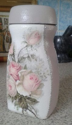 Discover thousands of images about Coffee jars decorated Coffee Jar Crafts, Coffee Jars, Mason Jar Crafts, Mason Jar Diy, Decoupage Jars, Napkin Decoupage, Glass Bottle Crafts, Bottle Art, Jar Art