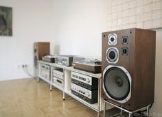 Vintage Hifi 1 | audio, audio klassiker, cassette, cd player, chrom, chrome, collection, denon, denon dcd1560, denon dl103r, denon dl110, denon hifi, denon pma600, denon pma850, denon pra1000, denon stereo, denon tu400, denon tu850, denon tuner, denon verstärker, direct drive, direktantrieb, dodocus ubox 3a, hifi, hifi classics, hifiklassiker, highend hifi, highend klassiker, klassiker, lautsprecher, nextel, nussbaumfurnier, phono mc, phono mm, pioneer pl530, pioneer pl570, plattenspieler…