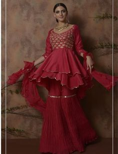 The Stylish And Elegant Gharara In Red Colour Looks Stunning And Gorgeous With Trendy And Fashionable Silk Fabric Looks Extremely Attractive And Can Add Charm To Any Occasion. Indian Wedding Outfits, Pakistani Outfits, Indian Outfits, Bridal Outfits, Gharara Designs, Kurti Designs Party Wear, Indian Designer Outfits, Designer Dresses, Capsule Wardrobe