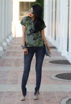 Curvy street style: army military camo print fashion top with skinny jeans.