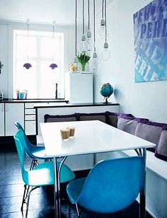 Separei soluções para criar uma sala de jantar (ou uma área de jantar) para ambientes do jeito de hoje: Pequenos, muitas vezes integrados à cozinha e área de estar. Observe os detalhes e pequenas ideias. Quem sabe alguma ajuda na decoração da sua sala ?