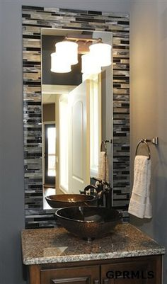 Tiled Border on the Mirror - would be neat on a larger scale as well:0)