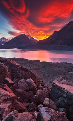 Stunningly beautiful Landscape Mount Cook, Lake Tasman, New Zealand