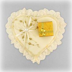 """SHOP-PARADISE.COM:  Hochzeit-Kissen für Ringe """"Herz"""" mit der Schachtel, ca. 20x20 cm, gelb 11,90 €"""