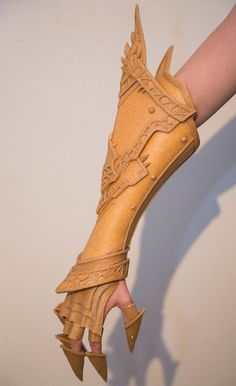 Clawed gauntlet for Malthael from Diablo. Armor material is Worbla.