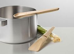 Hang Around is a cooking set designed for Muuto by the Danish KiBiSi, a Copenhagen based idea-driven industrial design firm. The kitchen utensils combine form, Cooking Gadgets, Cooking Utensils, Kitchen Utensils, Kitchen Tools, Kitchen Gadgets, Cooking Tips, Kitchen Products, Cooking Corn, Kitchen Items