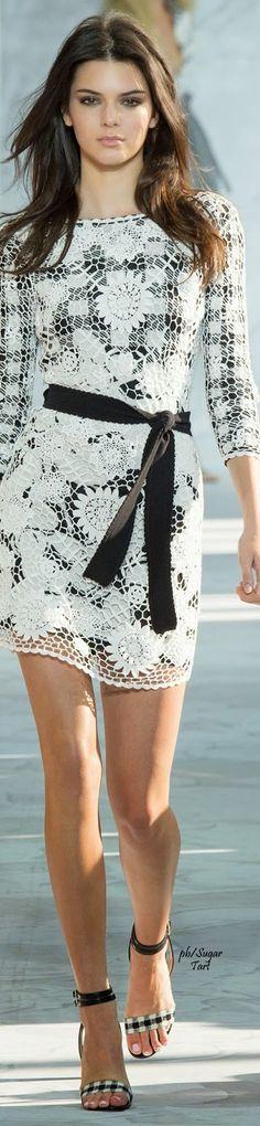 Diane von Furstenberg Spring/Summer 2015 Kendall Jenner in crochet. White Fashion, Look Fashion, Runway Fashion, Fashion Beauty, Fashion Show, Womens Fashion, Fashion Design, Diane Von Furstenberg, Mode Inspiration