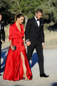 33 Ideas dress nigth red fashion for 2019 Gala Dresses, Satin Dresses, Dress Outfits, Fashion Dresses, Formal Dresses, Red Fashion, Winter Dresses, Dress Winter, Wedding Party Dresses
