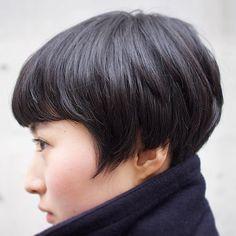 #今日のえびちゃん 優しいツーブロック。耳が見えるショートは耳上の毛がピーヒャララしちゃいがち。内側の処理が大切。ツーブロックでも刈り上げないで馴染ませる。優しい 寒い時期は襟足スッキリが◎ #えび髪歴