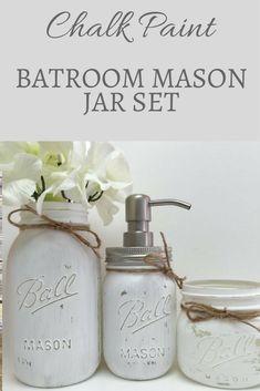 Simple and pretty chalkpaint mason jar set for a bathroom. #ad #chalkpaintmasonjar #farmhousebathroom #distressedchalkpaint #modernfarmhouse