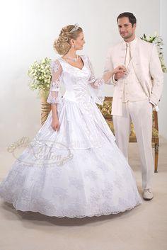 339- különleges szoknyarésszel készült, egyedi zsinórmintával díszített magyaros esküvői ruha, K32-es fazonú férfi öltöny