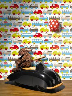 Papel de parede infantil da marca Lavmi ref: Bruno 123901, com carrinhos e camionetas nas cores azul, vermelho, beige, verde e castanho.