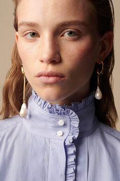 The complete Chloé Resort 2019 fashion show now on Vogue Runway. Chloe Fashion, Fashion Shoot, Fashion Poses, Fashion Editorials, Ladies Fashion, Fashion Fashion, High Fashion, Fashion Accessories, Fashion Jewelry