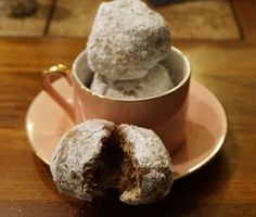 French Beignets Filled With Reese Peanut Butter Chocolate Spread Reese's Chocolate, Chocolate Spread, Chocolate Peanut Butter, French Beignets, French Donuts, Sweet Desserts, Dessert Recipes, Hershey Recipes, Delicious Recipes