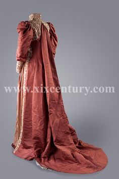 1890s dressing gown, back