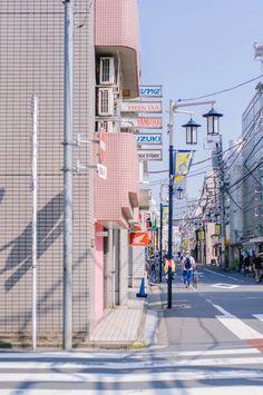 A quelques pas de Shibuya station, il existe un petit quartier calme et paisible : Tomigaya. On y trouve tout ce qu'il faut sans avoir à braver la foule. Du boucher local à un fabricant de tatami, des librairies où l'on a envie de tout acheter...