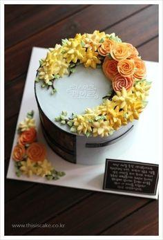 Floral cake inspiration @Craftsy