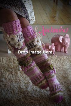Herkkää vaaleaa punaista Loom Knitting Projects, Knitting Patterns, Crochet Patterns, Knitting Socks, Hand Knitting, Crochet Baby, Knit Crochet, Woolen Flower, Yarn Thread