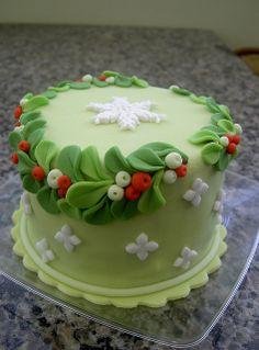 Cathy's Low Salt Christmas Cake – Top Recipes Mini Christmas Cakes, Christmas Cake Designs, Christmas Cake Decorations, Christmas Sweets, Holiday Cakes, Christmas Baking, Xmas Cakes, Fondant Cakes, Cupcake Cakes