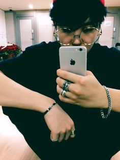 Jimin. Them hands.... Here I go again with the BS.. >_<