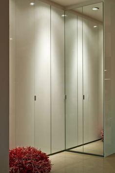 Armário de espelho com porta de puxar