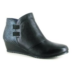 Goswick from Shuropody is a sure way to spark up some energy to your look. With its vivid reptile effect heel and quality leather this boot is here to make a bold addition to your collection! The E-Width fitting of this ankle boot is complemented by its leather sock and lining, giving you the assurance of absolute comfort too!